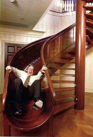 горка у лестницы в доме