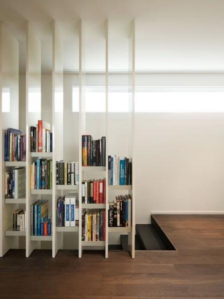 книги у лестницы