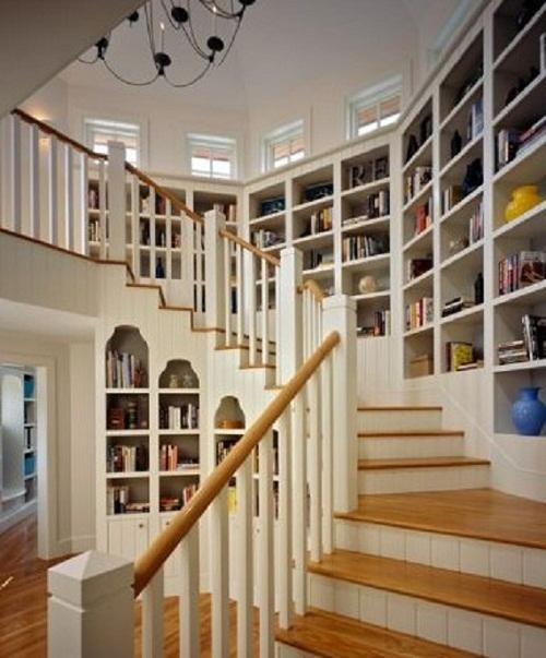 стеллажи на лестнице