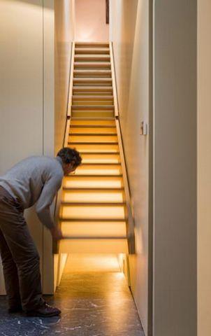 лестница в частном доме, секретный ход