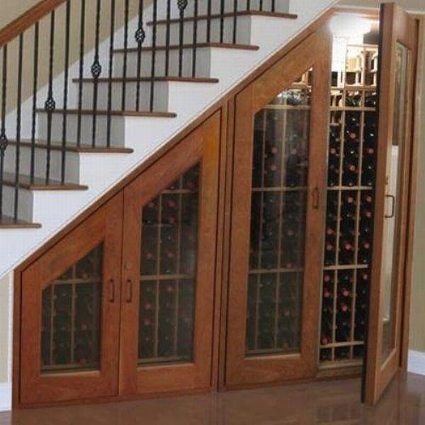 винотека под лестницей в частном доме