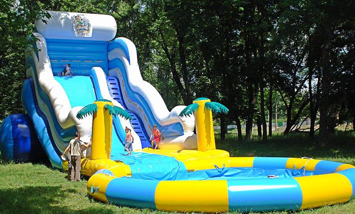 надувной атракцион с бассейном