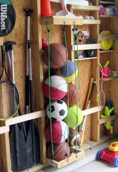 узкие полки в сарае или гараже