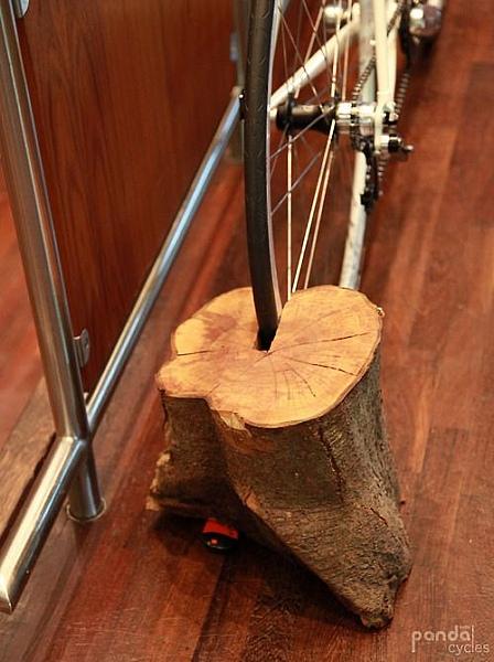 держатель для велосипеда из бревна