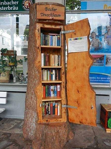 книжный шкаф из бревна