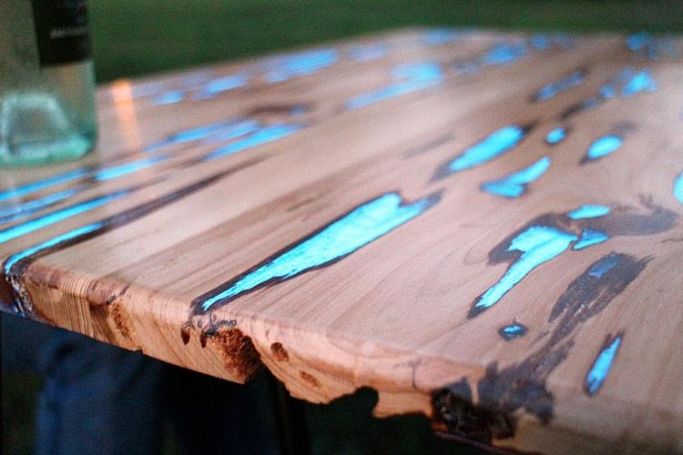 светящийся стол